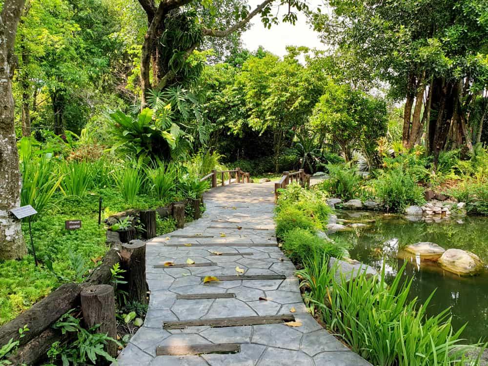 water feature shade garden ideas 2