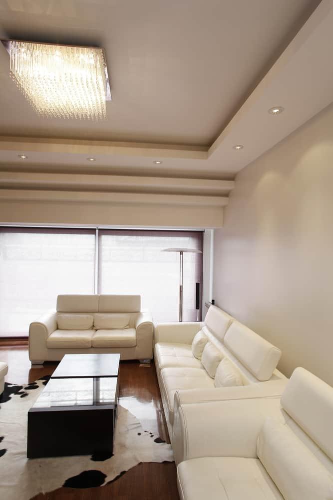 White Decor Pieces Minimalist Living Room 4