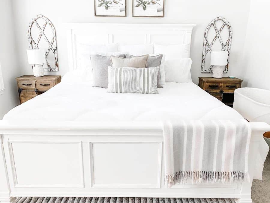 white farmhouse bedroom ideas _homewithholly