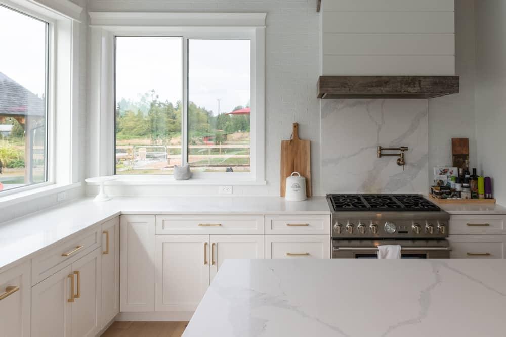 white farmhouse kitchen ideas 3
