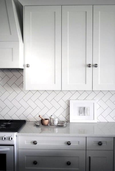 White Patterned Tile Kitchen Backsplash Ideas