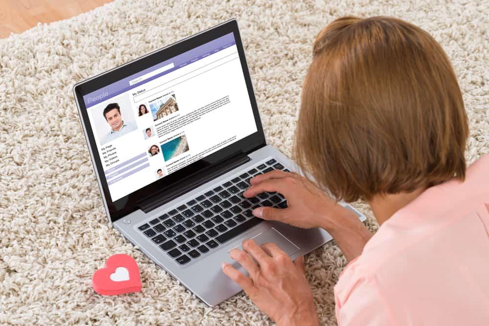 Hookup dating website