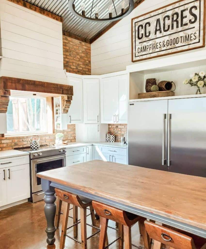 Wood Accents Modern Farmhouse Kitchen Andreadanielledesigns