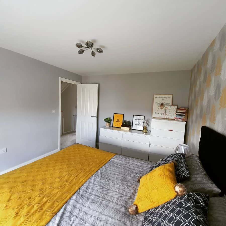 yellow decor bedroom ideas williams_at_wimbornehome