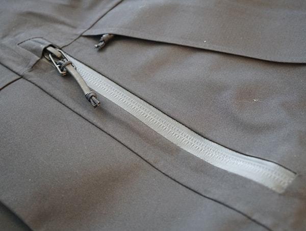 Ykk Aquaguard Water Resistant Zippers On Dakine Sawtooth 3l Jacket